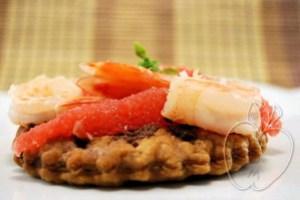 Tartaleta de gambas y pomelo con olivada (11)