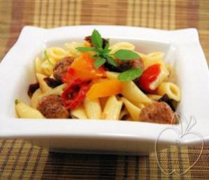 Ensalada de pasta y albondiguillas con albahaca (2)