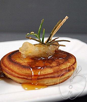 Tortitas de castaña con cansalada y miel (15)