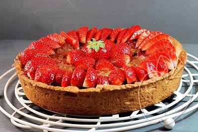 Tarta de ruibarbo y fresas con frangipane al estilo Ernst K