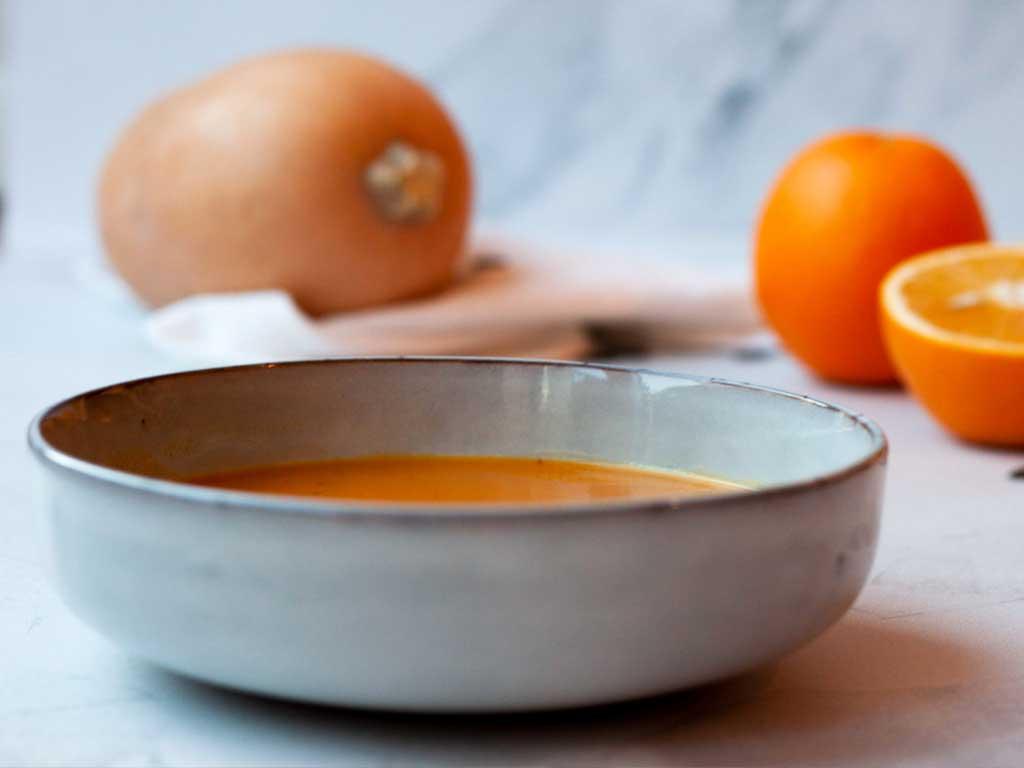 Kürbis-Karottensuppe mit Orangensaft und Ingwer