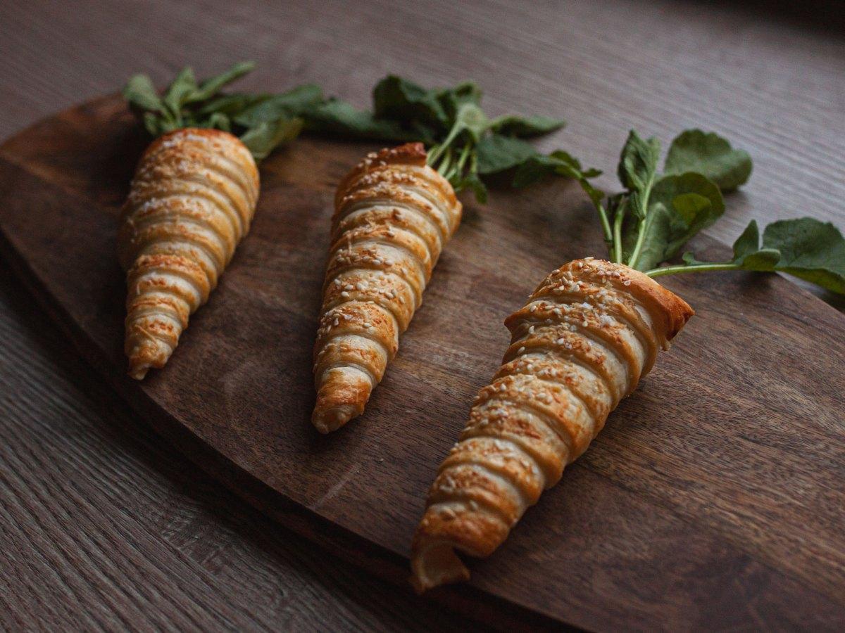 Blätterteig Karotten gefüllt mit Frischkäse