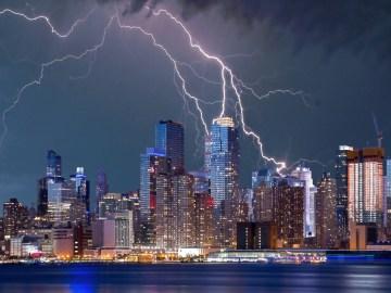 Afecta una tormenta eléctrica a nuestra TV, modem o pc?