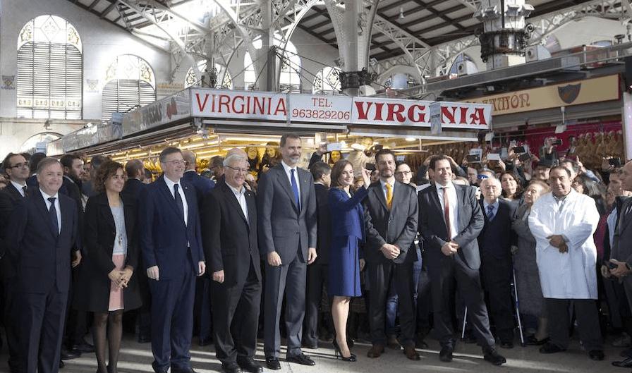Sus Majestades los Reyes visitan el Mercado Central