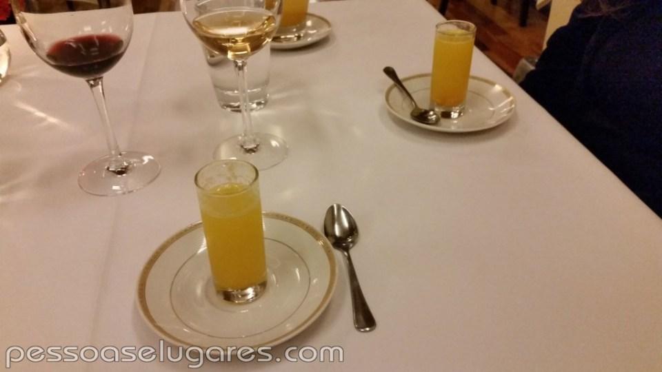 Shot de sopita de cítricos y mango
