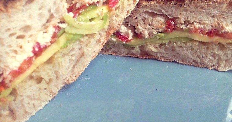 Tosta de Abacate e Queijo Feta – Nutritiva e saborosa!