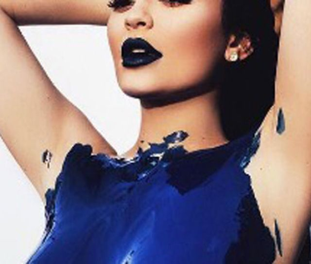 Meanwhile Heres Kylie Jenner Naked And Covered In Blue Paint Fashion Magazine Cometrend