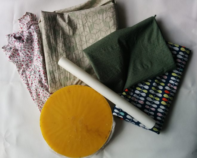 Bees wrap materialer, kan bruges som alternativ til madpapir | stof, bagepapir og bivoks | Materials for DIY bee's wraps | fabric, baking paper and beeswax | bivoks papir