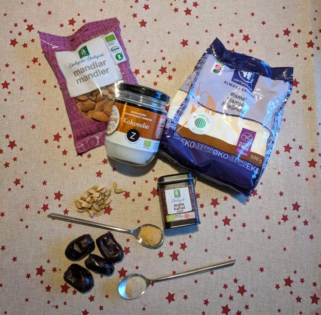 julehygge uden sukker, med sunde pebernødder, lavet af mandler, dadler og kokosolie