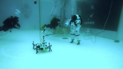 comex, moonwalk, simulation gravité, combinaison spatial comex, gondolfi, bassin d'éssais