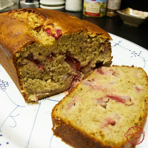 Super easy strawberry banana bread comfortable food a super easy recipe for strawberry banana bread forumfinder Images