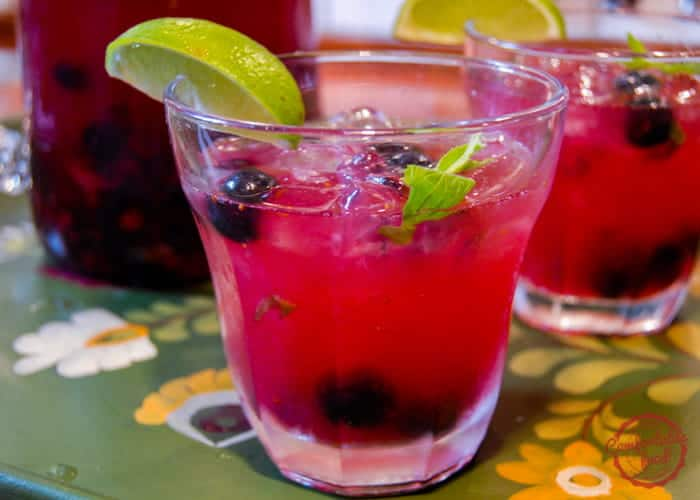 A recipe for blueberry ginger mojitos.