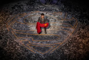 Cameron Cuffe as Seg-El in the Fortress of Solitude - Why did krypton explode