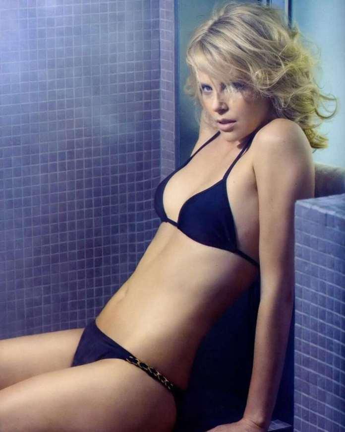 Charlize-Theron-sexy-black-bikini