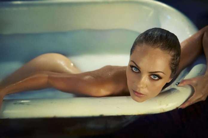 laura vandervoort sexy