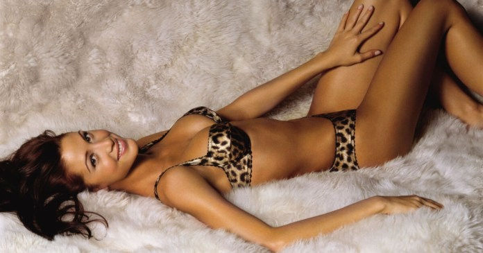 62 Shannon Elizabeth Sexy Pictures Prove That She Is An Angel