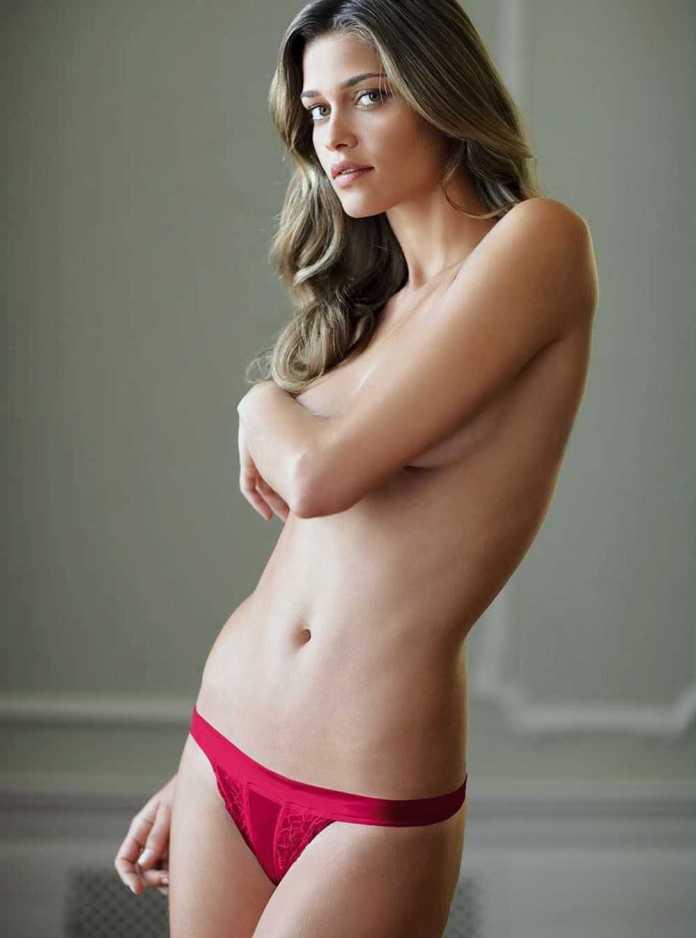 Ana Beatriz Barros sexy topless pic