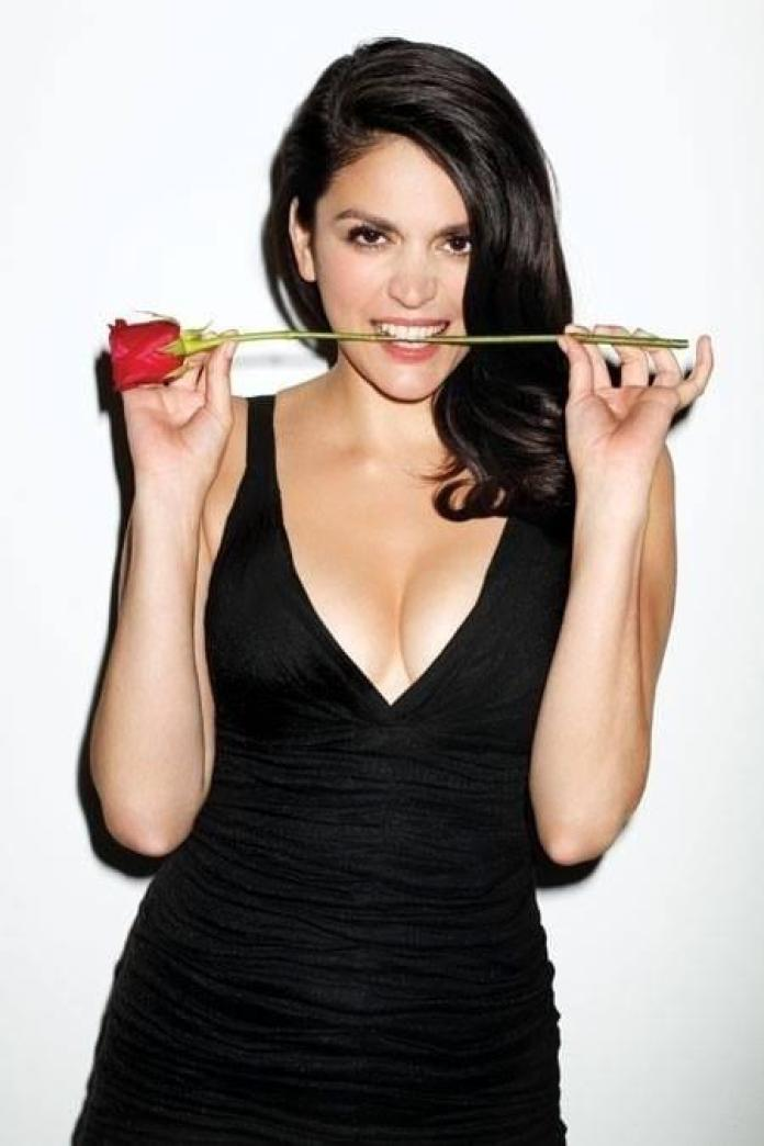 Cecily Strong sexy