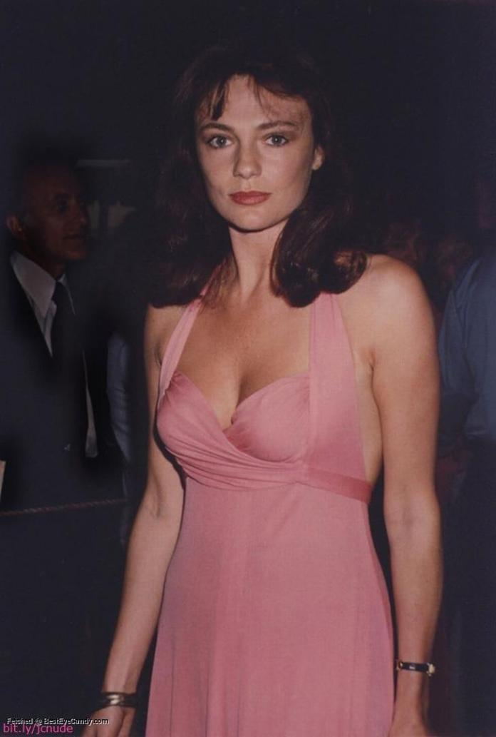 Jacqueline Bisset sexy pic