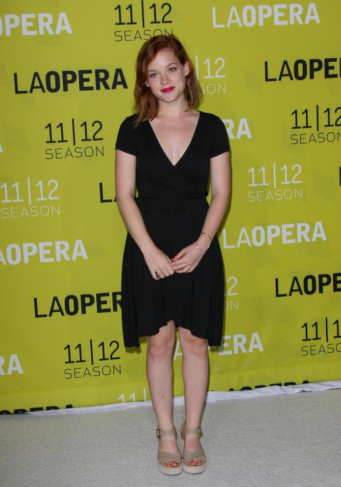 Jane Levy sexy look