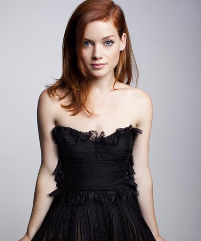 Jane Levy sexy