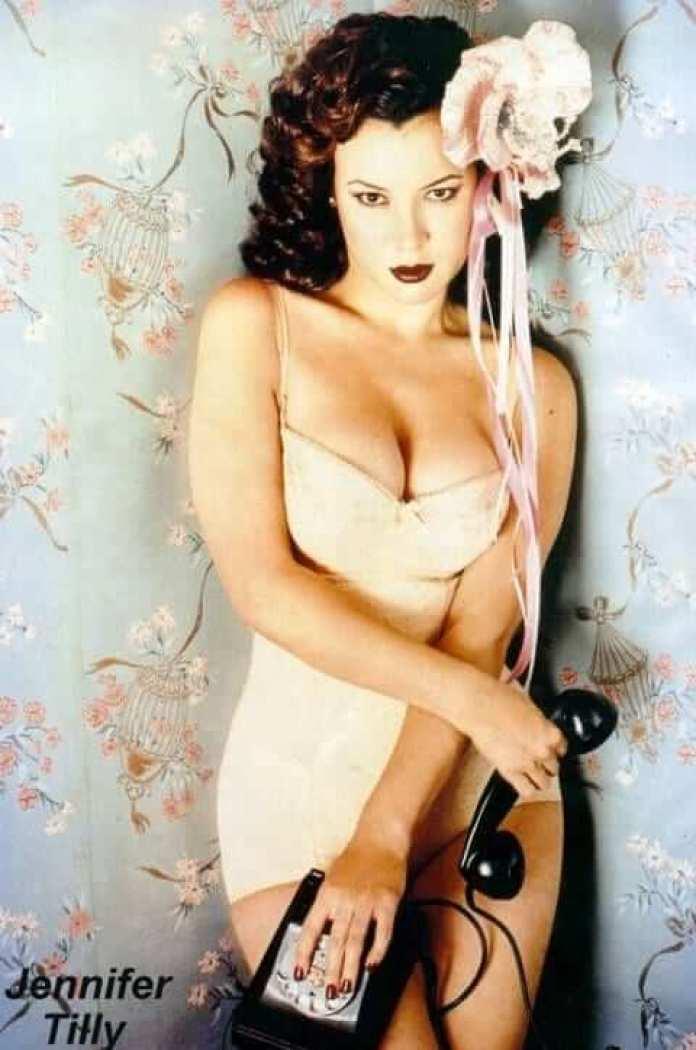Jennifer Tilly sexy look