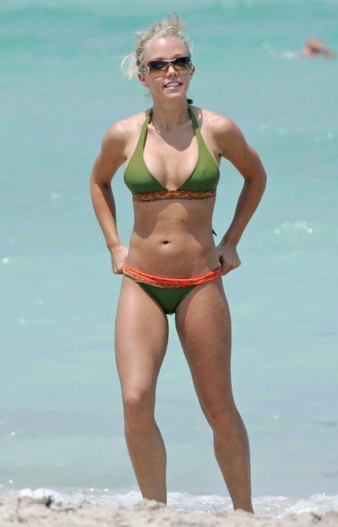 Kendra Wilkinson sexy