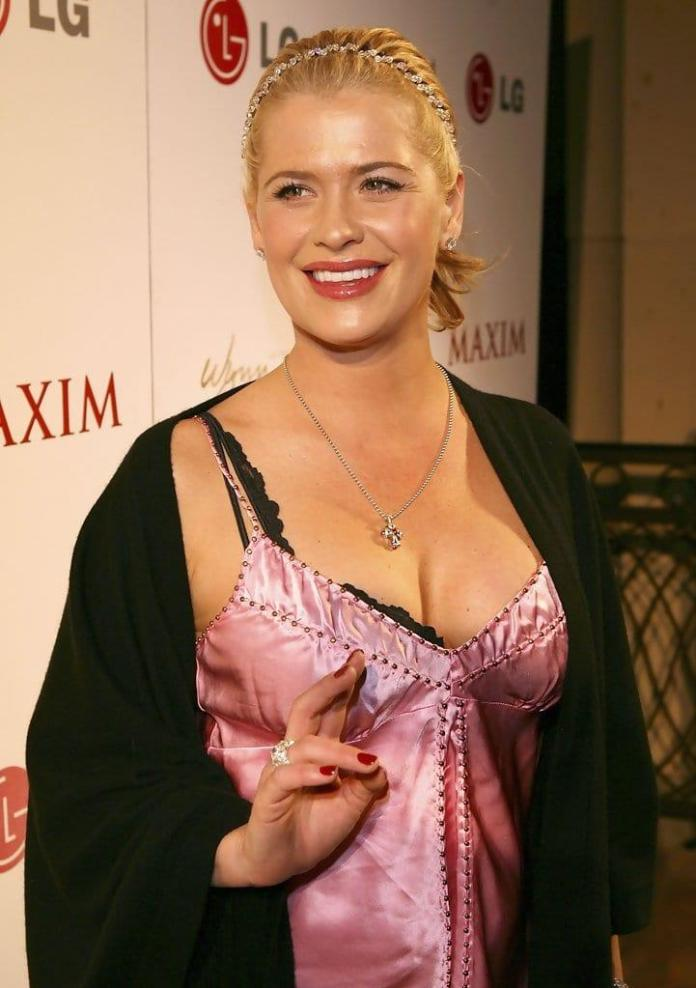 Kristy Swanson sexy look