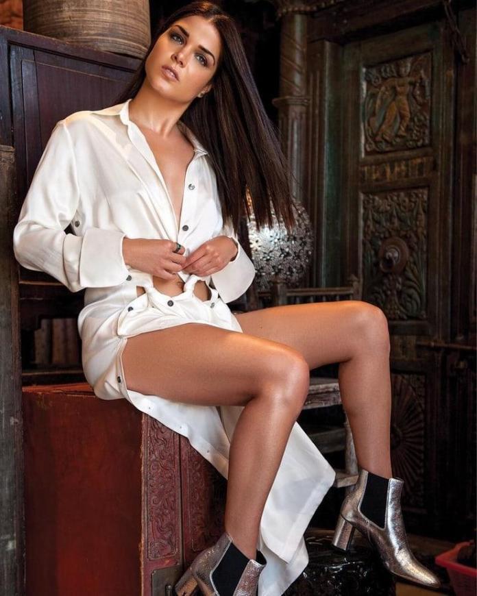Marie Avegropoulos hot