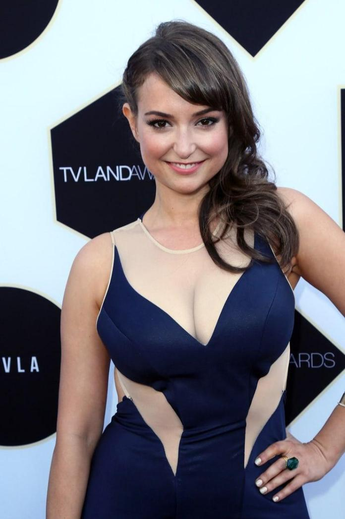 Milana Vayntrub sexy look