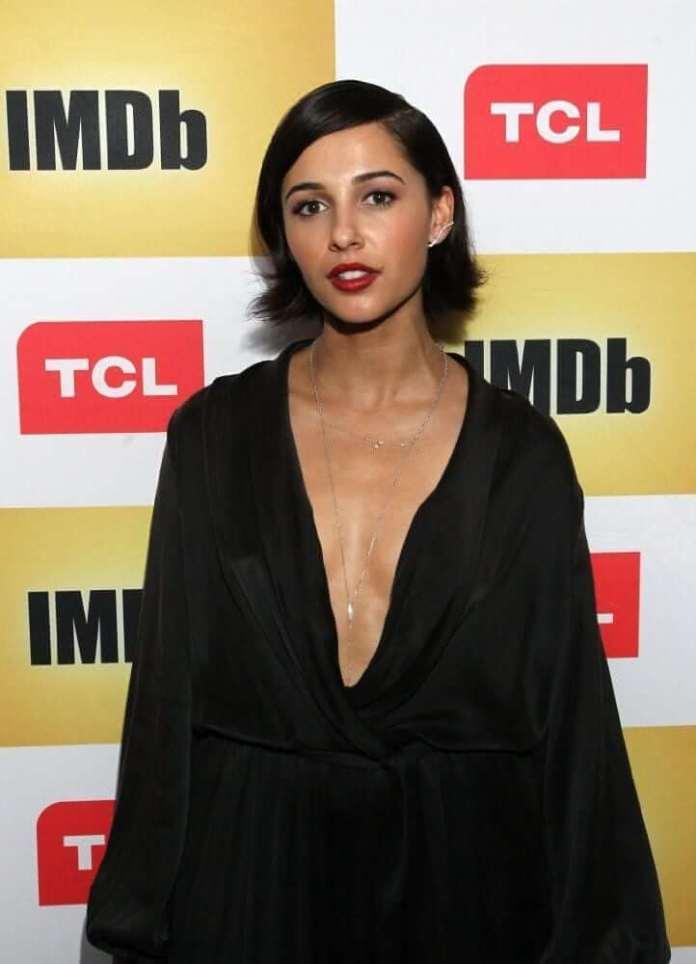Naomi Scott sexy look