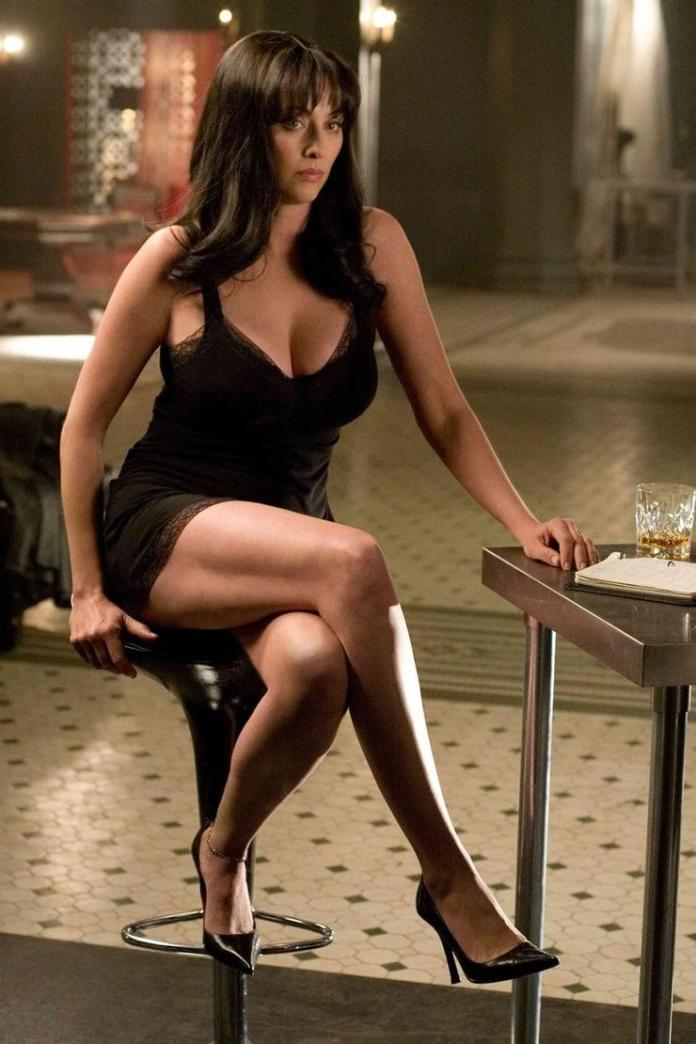 Virginia Madsen sexy look