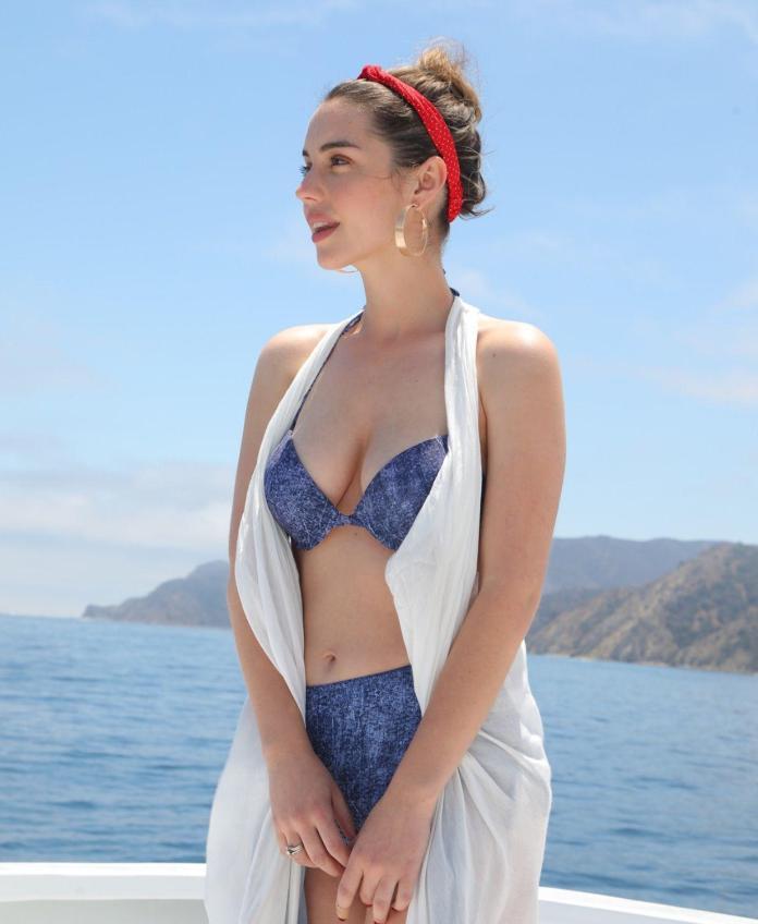 Adelaide Kane sexy pics