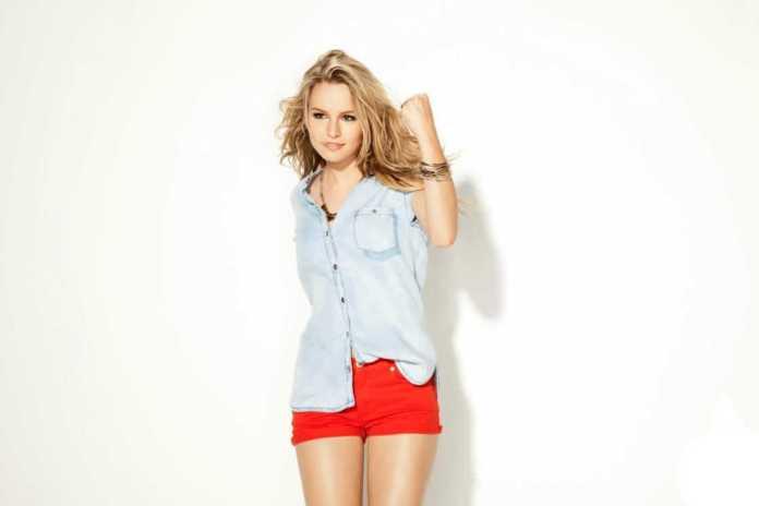 Bridgit Mendler hot thighs pic