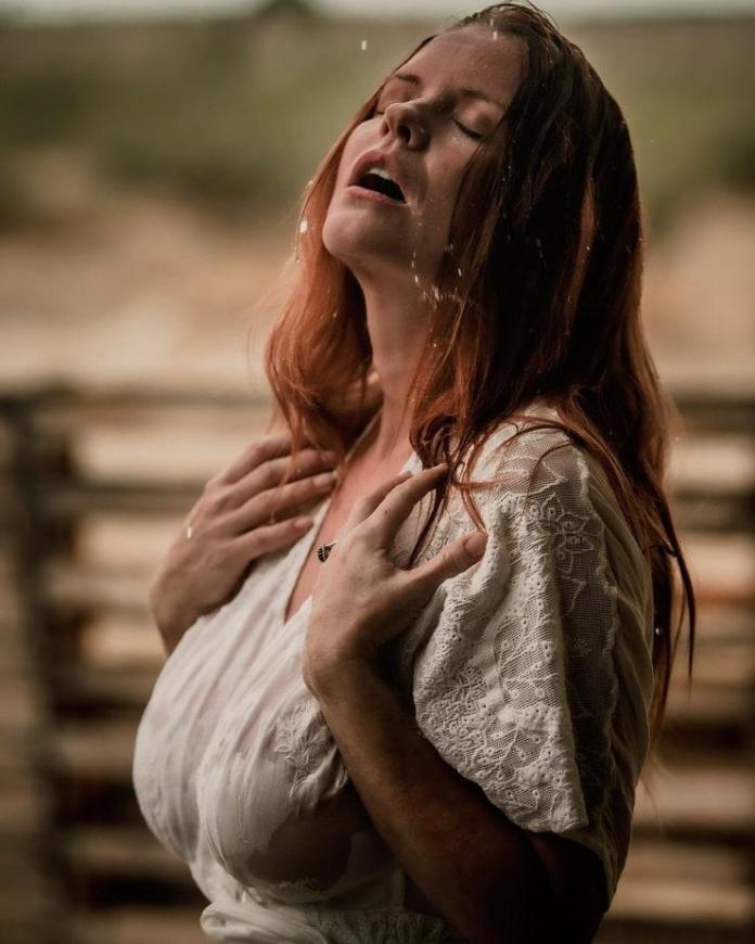 Carrie Keagan hot pics