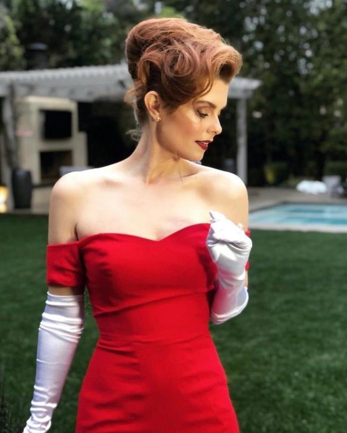 JoAnna García sexy look