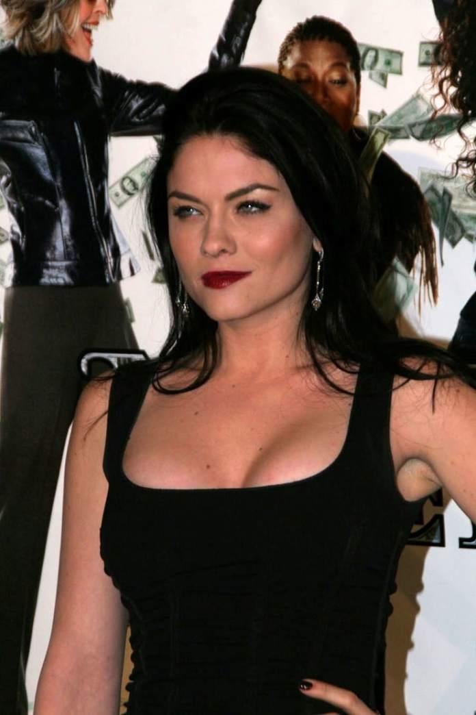 Jodi Lyn O'Keefe sexy pic