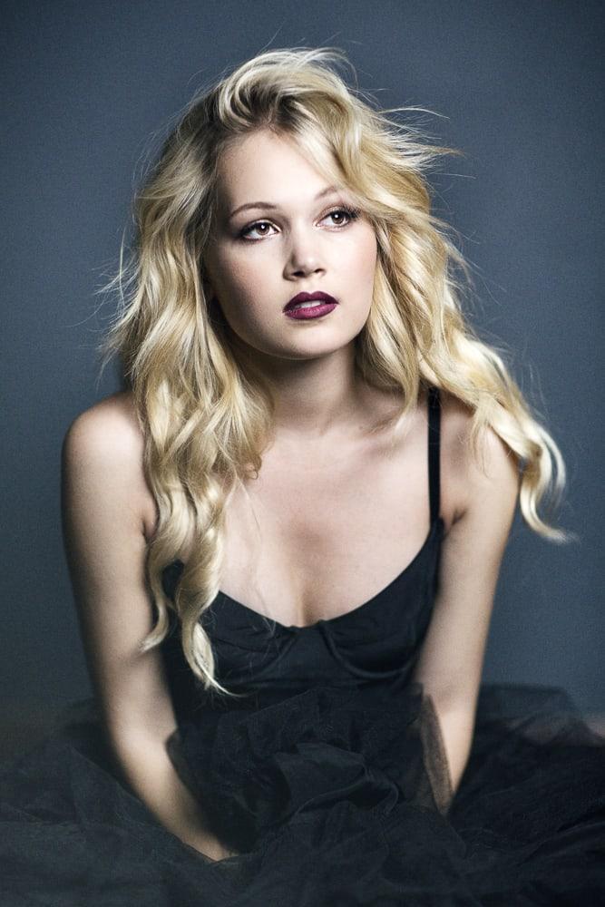 Kelli Berglund hot