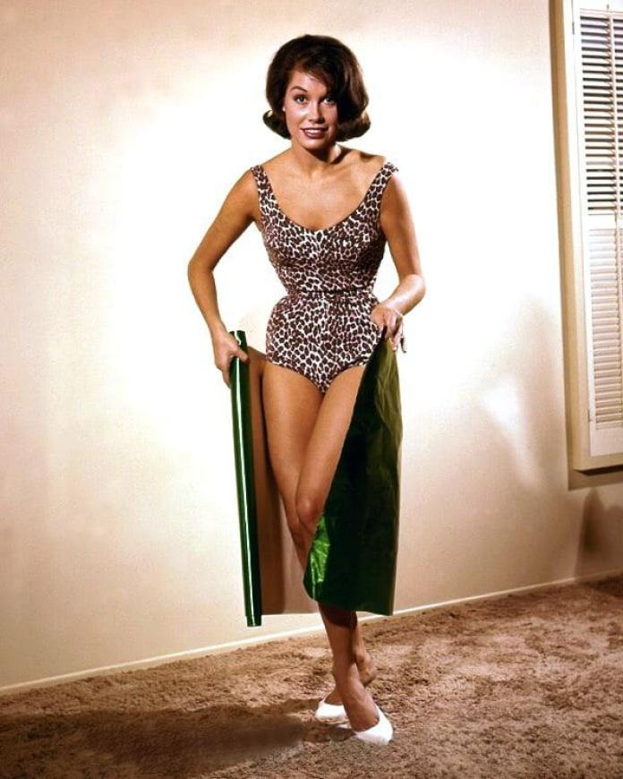 Mary Tyler Moore sexy pic