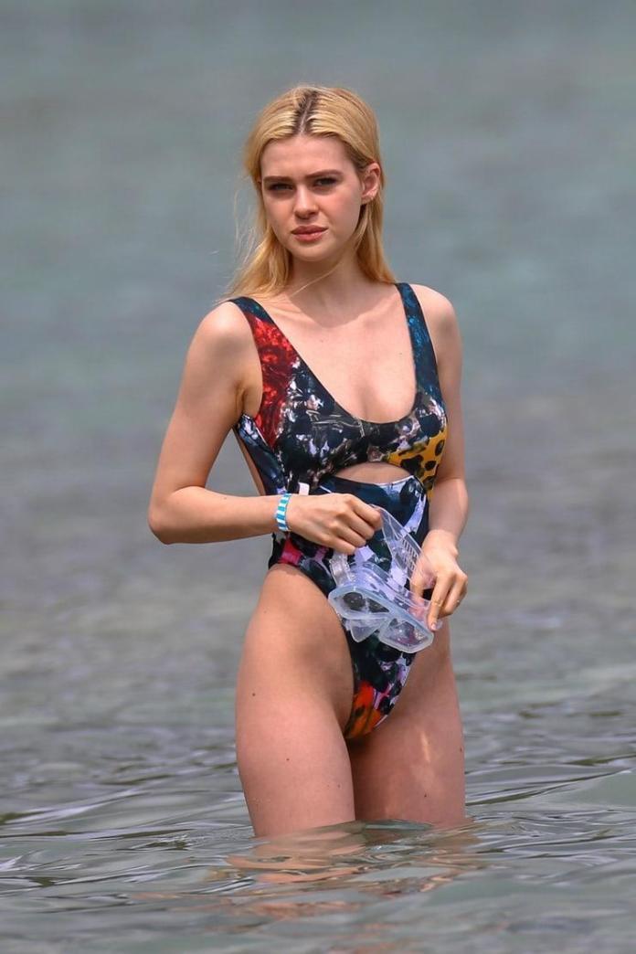 Nicola Peltz hot look