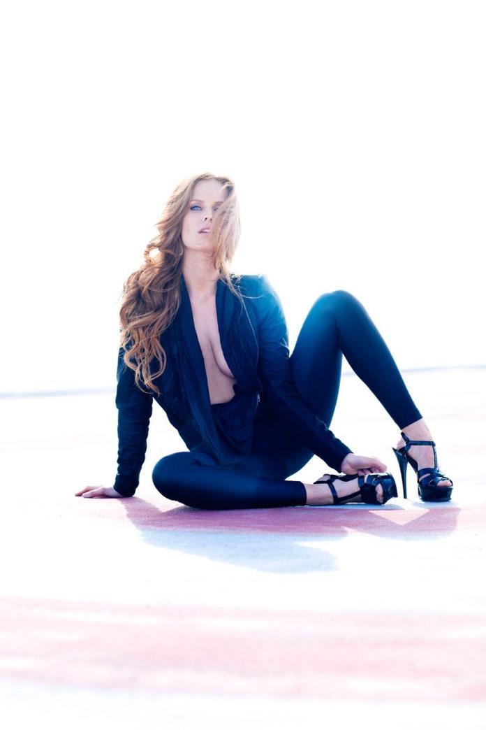 Rebecca Mader sexy pic