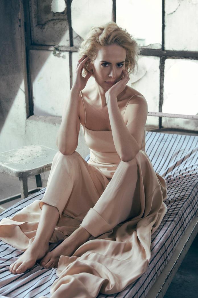 Sarah Paulson hot look