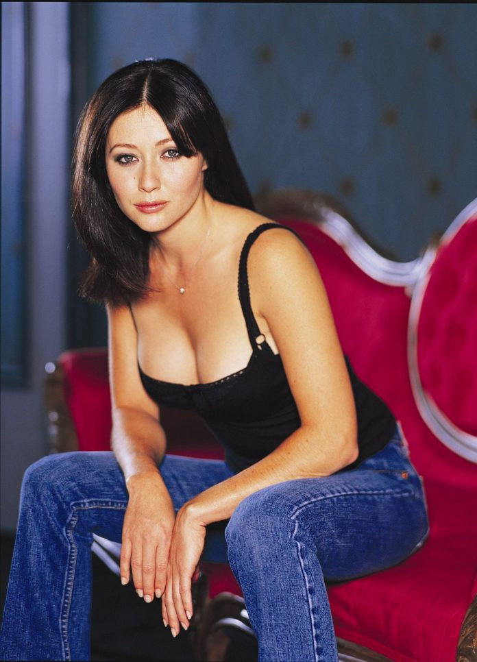 Shannen Doherty sexy look