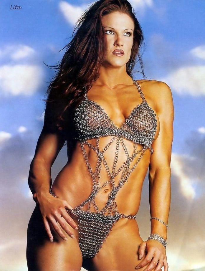 Amy Dumas big busty pictures