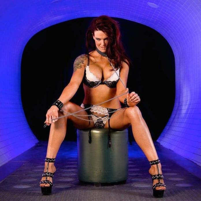 Amy Dumas sexy look pics