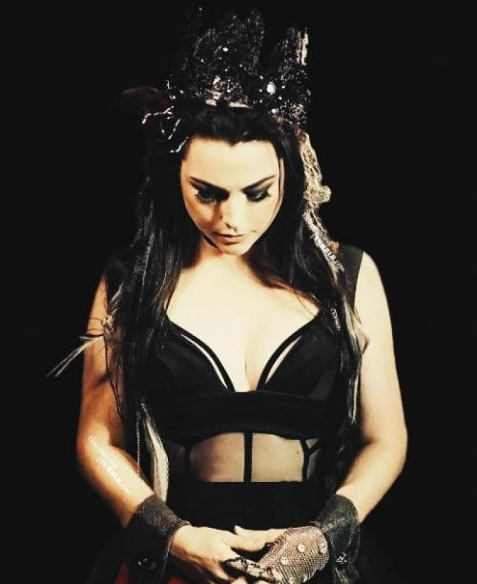 Amy Lee sexy look pics