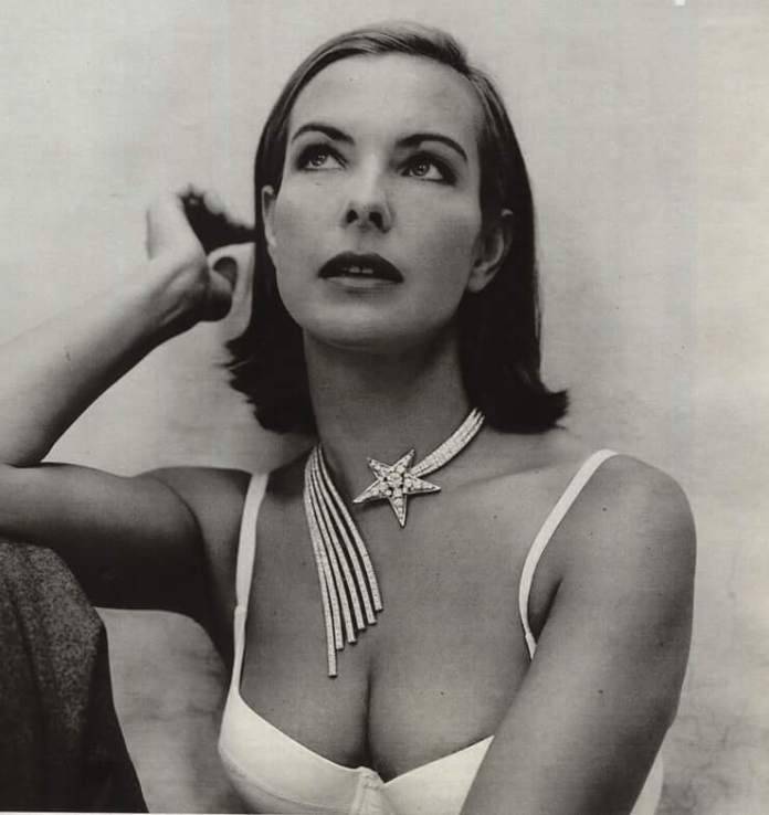 Carole Bouquet hot cleavage pic