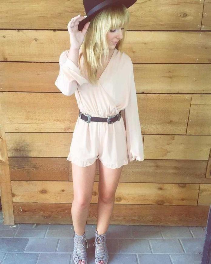 Christina Robinson hot look pics (2)