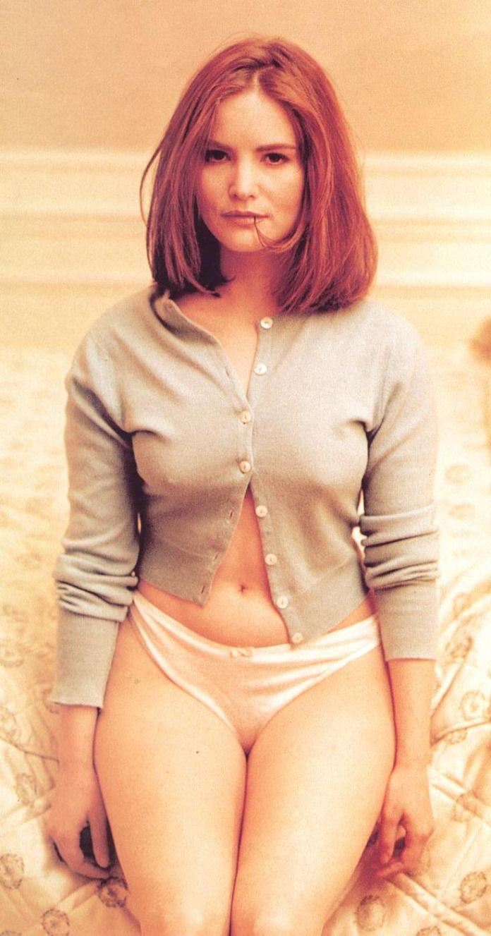 Jennifer Jason Leigh sexy look