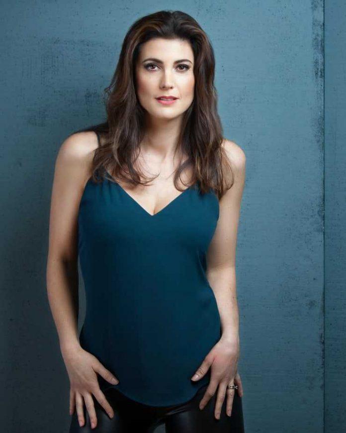 Julia Benson cleavage pics